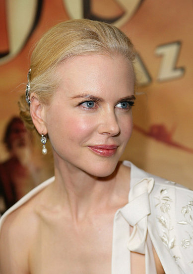 Nicole-Kidman-wearing-pearl-drop-earrings