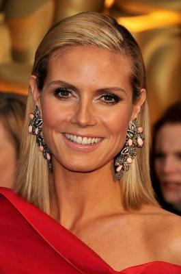 heidi-klum-conch-pearl-earrings
